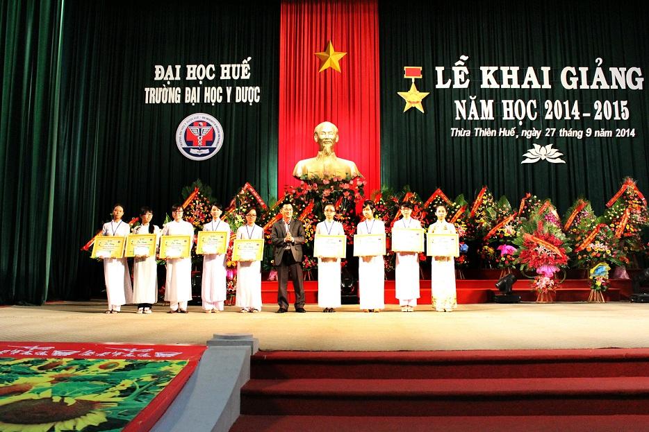 trao học bổng Dạ Hương tại Đại Học Y Dược Huế
