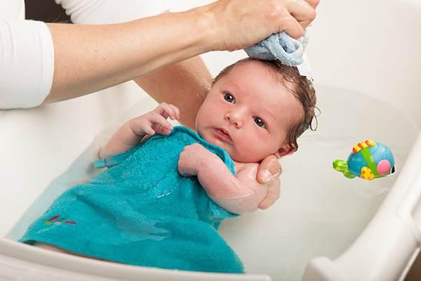 Hướng dẫn cách vệ sinh vùng kín bé gái sơ sinh hằng ngày