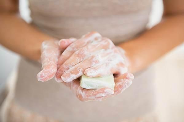 Cảnh báo cách vệ sinh vùng kín hằng ngày bằng xà bông tắm